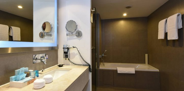 novotelsiam_twobedroom_bathroom-2
